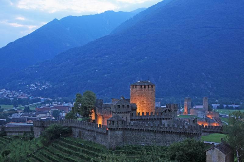 Bellinzona, der Hauptort des Kantons Tessin, blickt auf eine mehrtausendjährige Geschichte zurück. Die Pracht seiner drei Burgen aus dem 15. Jahrhundert strahlt bis heute fort. Seit 2000 ist die imposante Befestigungsanlage Unesco-Weltkulturerbe