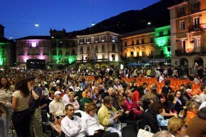 Eingebettet in die landschaftliche Schönheit rund um den Lago Maggiore liegt Locarno. Das milde Mittelmeerklima sorgt hier für eine üppig grüne Natur. Seit 1946 findet jedes Jahr im August das Internationale Filmfestival statt