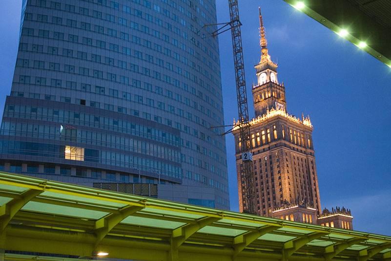 Der Kulturpalast in Warschau (rechts im Bild) ist mit seinen 231 Metern das höchste Gebäude in Polen