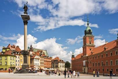 Das Warschauer Königsschloss (rechts im Bild) wurde nach dem Krieg mit Spendengeldern wiederaufgebaut und 1980 als Teil der Warschauer Altstadt zum Unesco-Weltkulturerbe