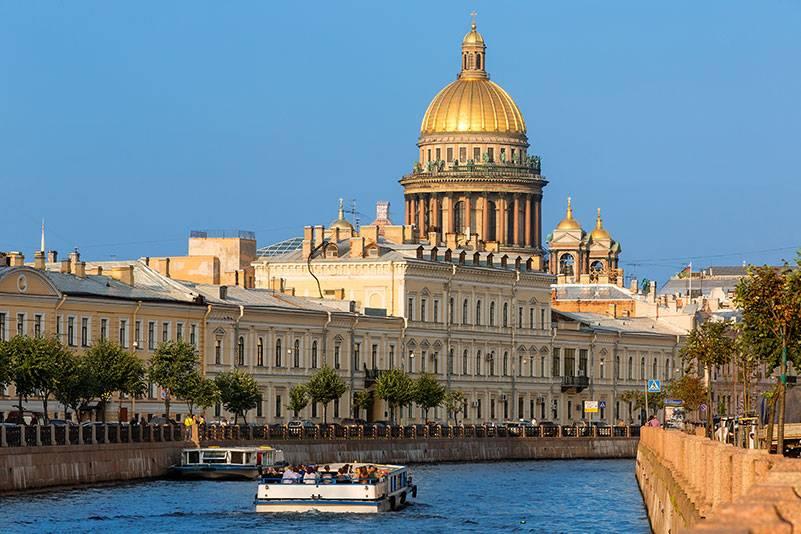 Am besten erkundet man Sankt Petersburg auf dem Wasserweg, wie etwa hier auf dem Moika-Kanal