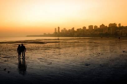 Mumbais berühmter Chowpatty Beach ist nicht nur häufig in Bollywood-Filmen zu sehen, sondern auch ein beliebter Treffpunkt in den Abendstunden