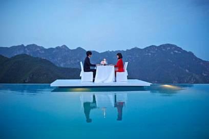 So diniert man im Pool-Restaurant des Belmond Hotel Caruso an der italienischen Amalfiküste