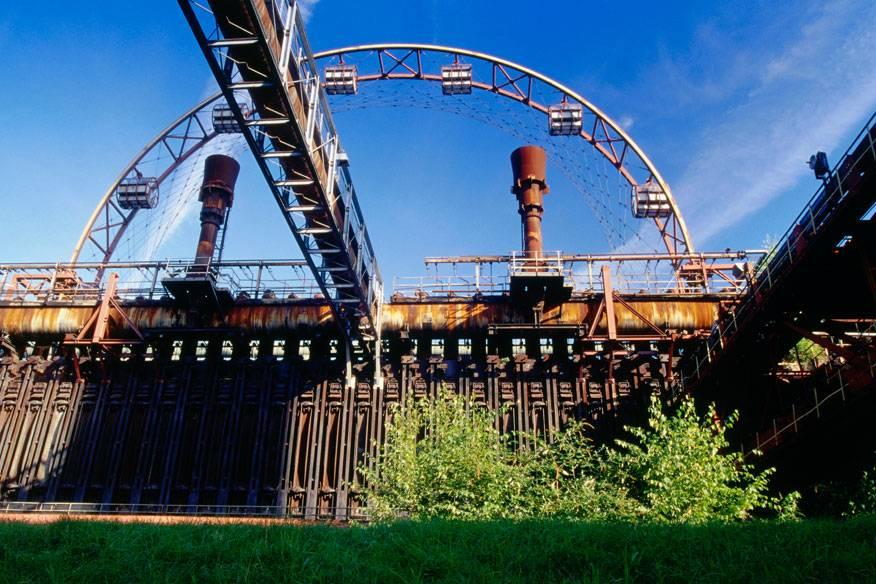 Die Zeche Zollverein ist das Symbol für den Wandel des Ruhrgebiets: Nach der Stilllegung 1986 wurde das Kohlebergwerk unter Denkmalschutz gestellt. Heute ist die ehemalige Zeche Zentrum für Kultur und Kreativwirtschaft