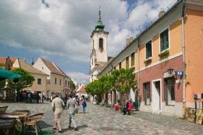 Gegründet wurde Szentendre im 11. Jh. als Sanctus Andreas. Als Handelszentrum erlebte die Stadt an der Donau Ende des 17. Jahrhunderts goldene Jahre