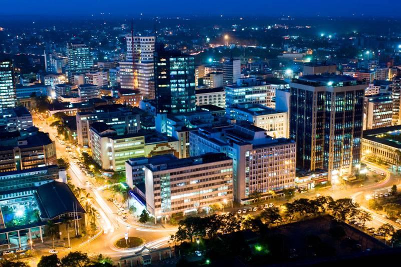 Nairobi bei Nacht: Die Hauptstadt ist das Wirtschafts- und Kommunikationszentrum des Landes. Etwa 3 Millionen Einwohner leben hier