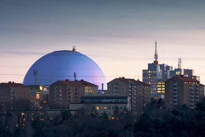 Der Ericsson Globe – bis 2009 Globenarena oder Stockholm Globe Arena – wurde 1989 als größtes sphärisches Gebäude der Welt eröffnet. Die Arena hat einen Durchmesser von 110 Metern, eine Höhe von 85 Meter und bietet 16.000 Personen Platz