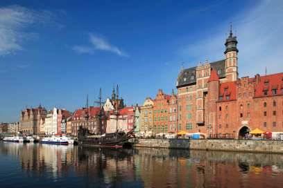 Mittelalter galt Danzig als die reichste Stadt der Welt. Heute ist der Tourismus eine wichtige Einnahmequelle, 1,5 Millionen Besucher zählt Danzig pro Jahr. Hier im Bild: die historischen Häuser am Fluss Motlawa