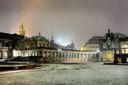 Eines der berühmtesten Barockbauwerke Deutschlands ist der Zwinger. Früher war der riesige Prachtbau ein Aufbewahrungs- und Ausstellungsort für die Kunst- und Naturaliensammlungen der königlichen Familie