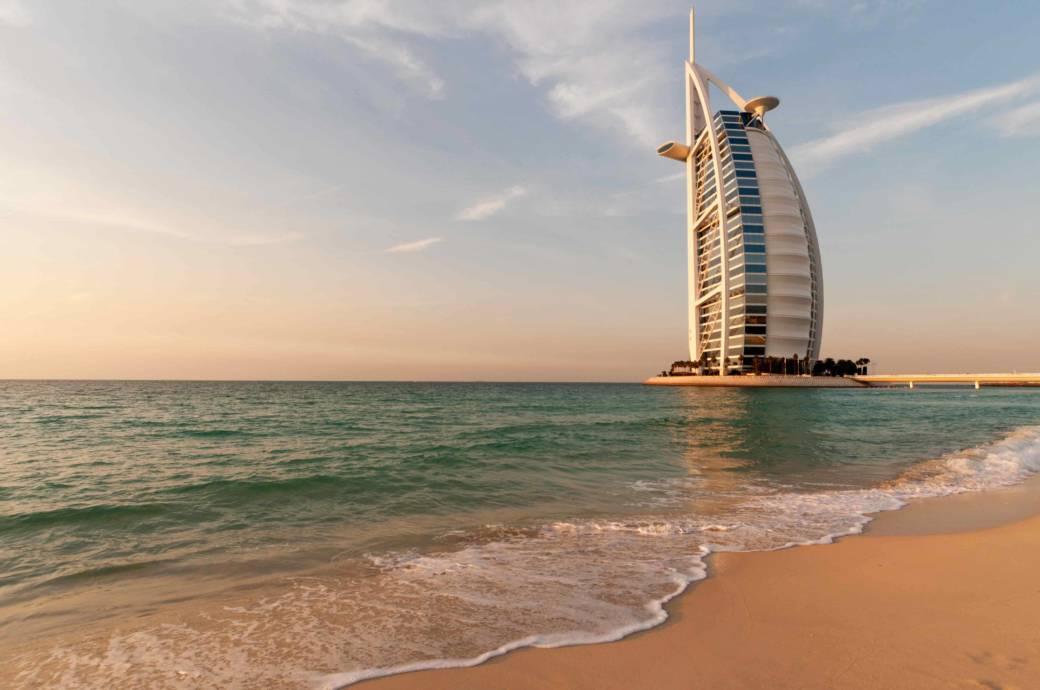 """Hotel in Form eines Segels: Das Burj al Arab (""""Turm der Araber"""") ist das Wahrzeichen Dubais"""
