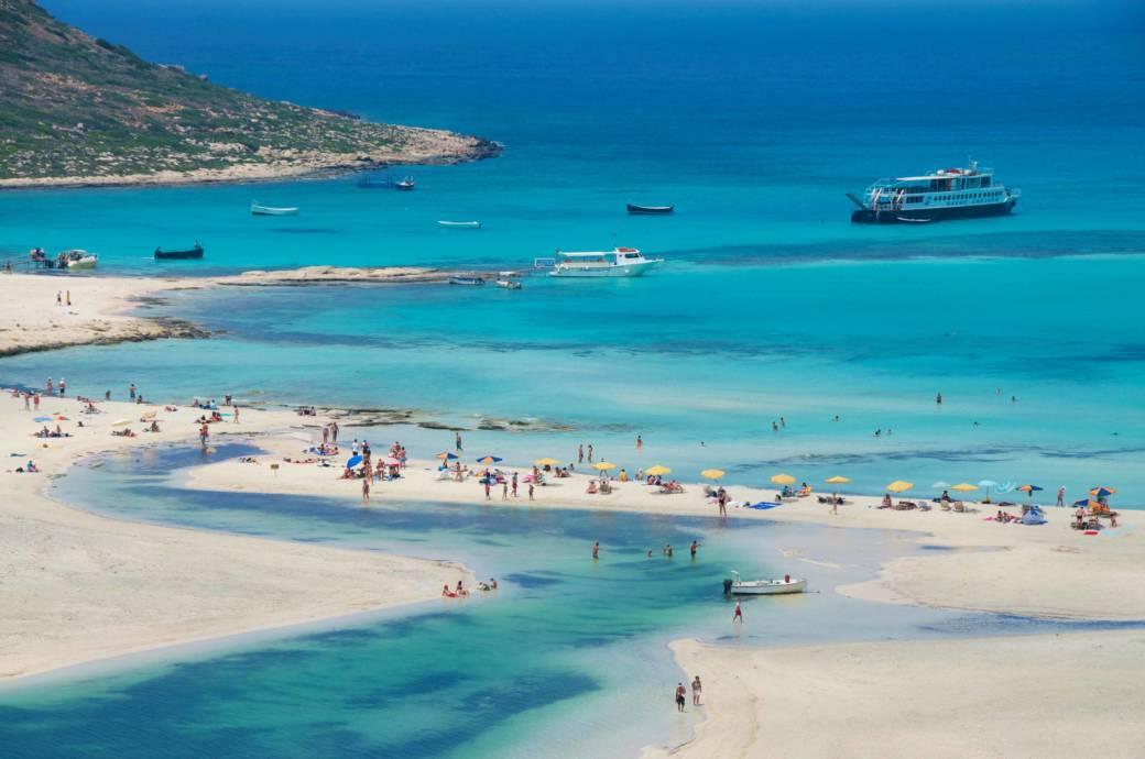 Farben wie in der Karibik und ein Sand wie auf Amrum: Kretas Küste ist ein Badeparadies