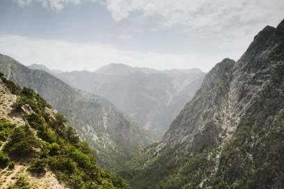 Mit 17 Kilometern ist die Samaria-Schlucht die längste in Europa. Ohne festes Schuhwerk und Verpflegung sollte man sich nicht hineinwagen