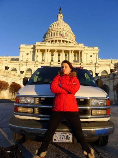 Wer ist hier der Boss im Kapitol? Ich pose vor dem Sitz des US-Kongresses.