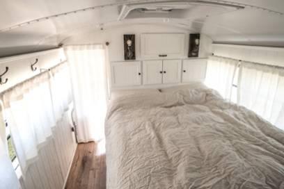 Auch ein gemütliches Bett durfte im Bus nicht fehlen