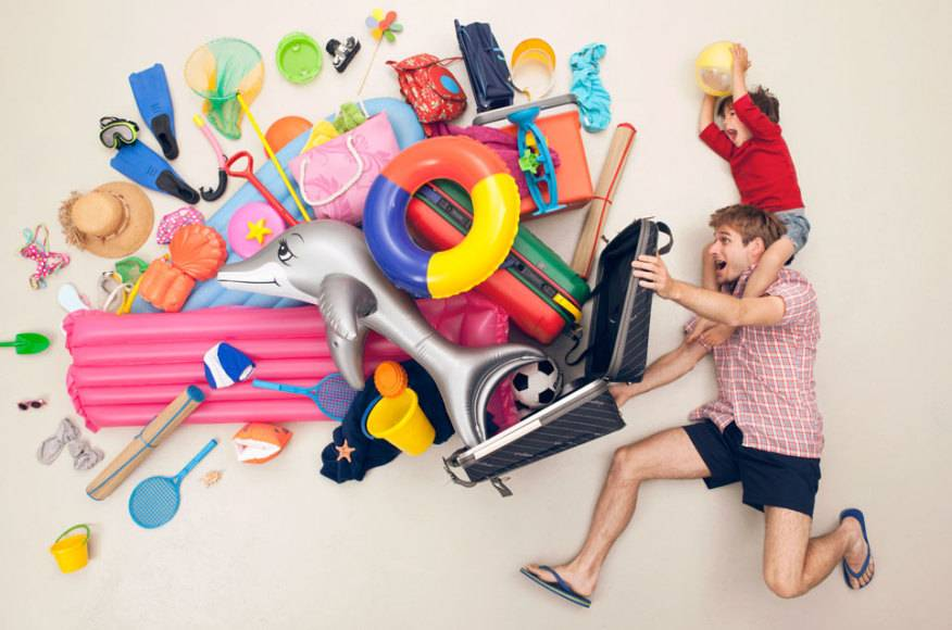 Pickepackevoll ist so manche Packliste für den Sommertrip – Weltenbummler mögen es dagegen meist leichtgewichtig