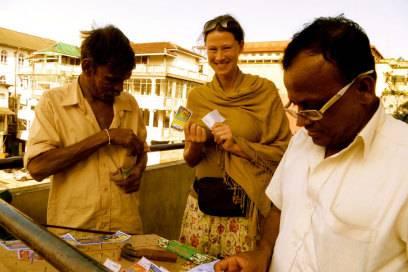 Eva-Maria Sauerwald hat immer einen Talismann aus Indien dabei