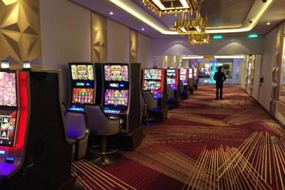 Glücksspiel auf See: der Kasino-Bereich auf der Norwegian Joy verteilt sich auf drei Bereiche