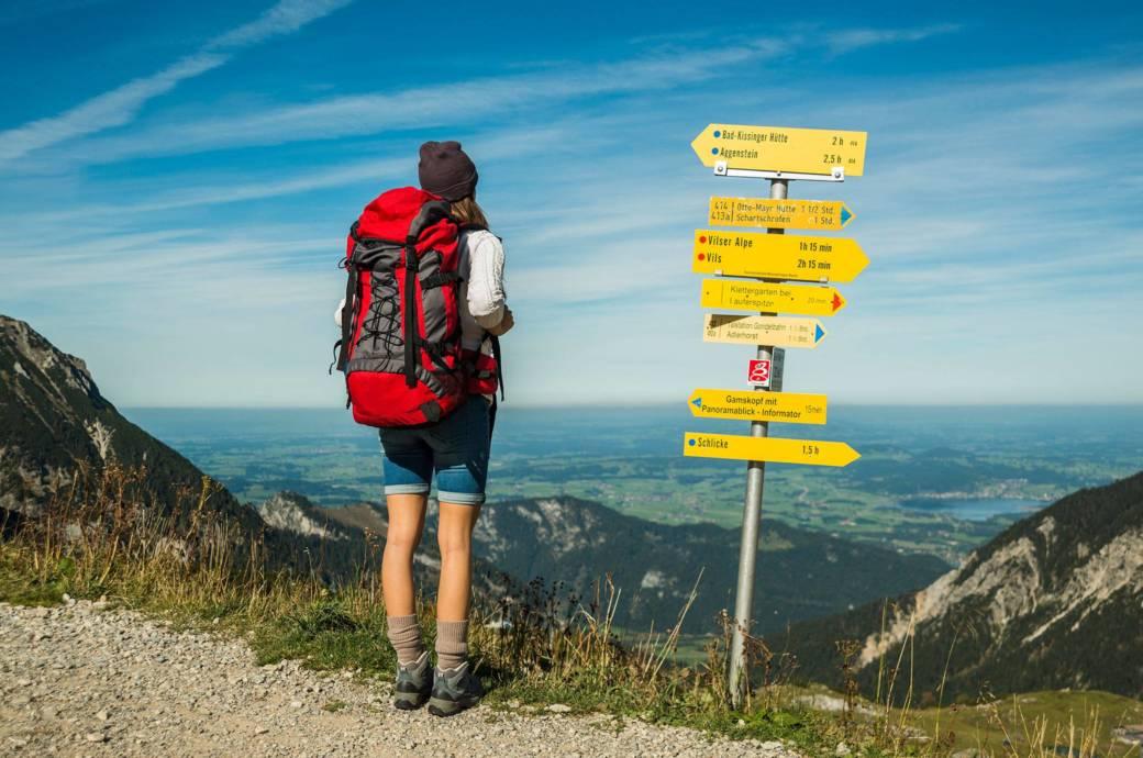 Mit einem geschickt gepacktem Rucksack kann man sich im Urlaub auf das Wesentliche konzentrieren und zum Beispiel die Natur ohne nervende Rückenschmerzen wunderbar genießen