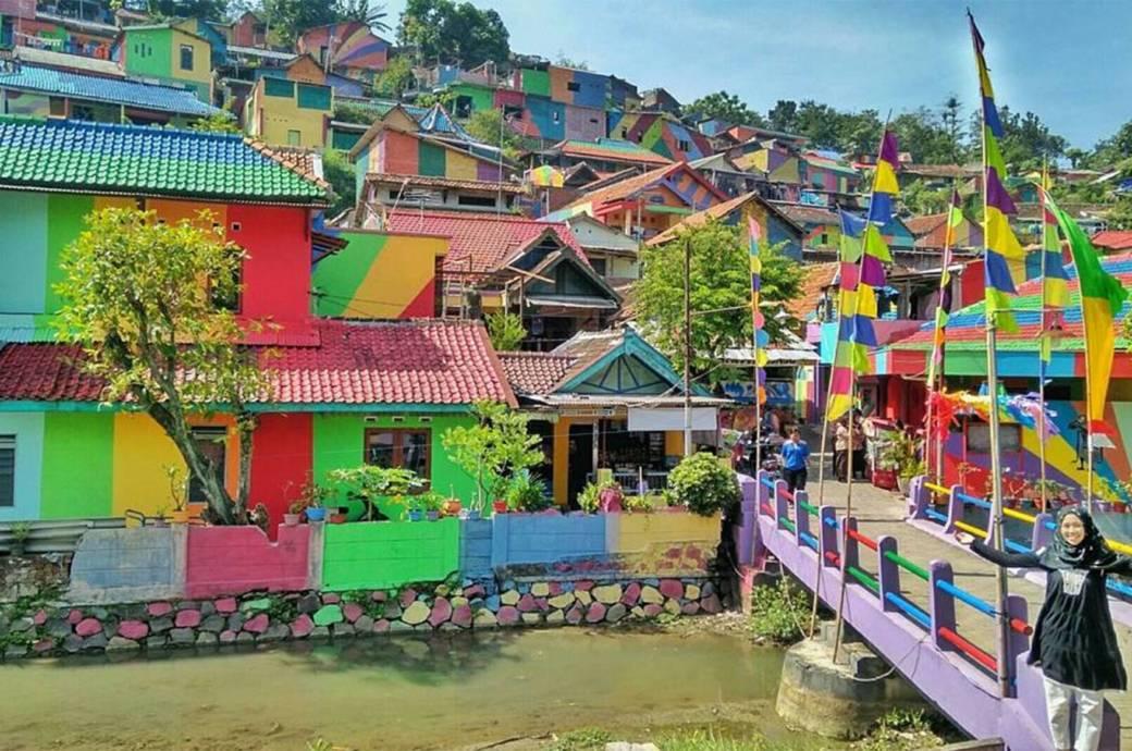 """Kampung Pelangi heißt übersetzt """"Regenbogendorf"""" – und es macht seinem Namen alle Ehre"""