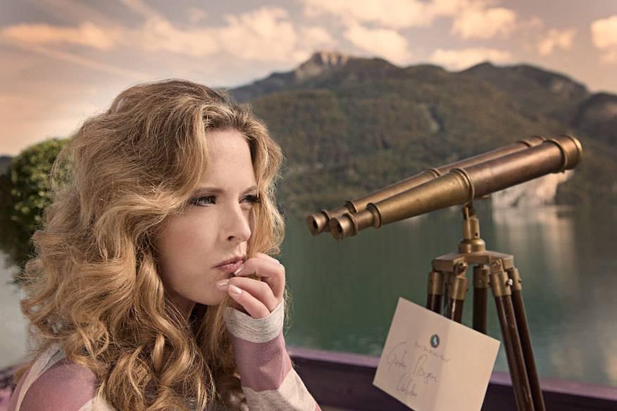 "Diana Amft als Ottilie in der Neuverfilmung des Operettenklassikers ""Im Weißen Rößl"""