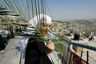 Teilnehmerin der Prozession am Palmsonntag in Jerusalem