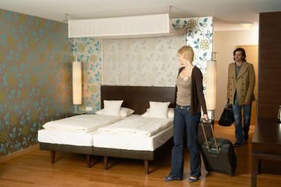 Ein Hotelzimmer plus zwei Alleinreisende = ein Konzept, das aufgeht?