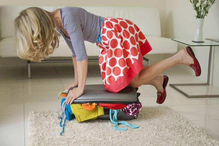 Am liebsten hätten einige Reisende den ganzen Kleiderschrank mit im Urlaub. Ein Frauen-Phänomen?