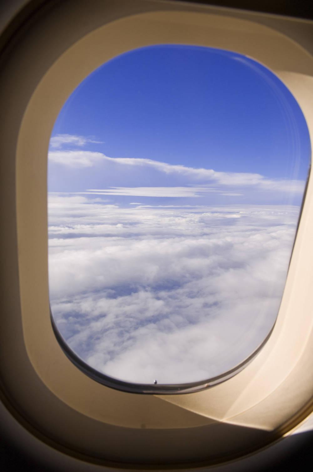 Darum Haben Flugzeugfenster Immer Ein Loch Travelbook