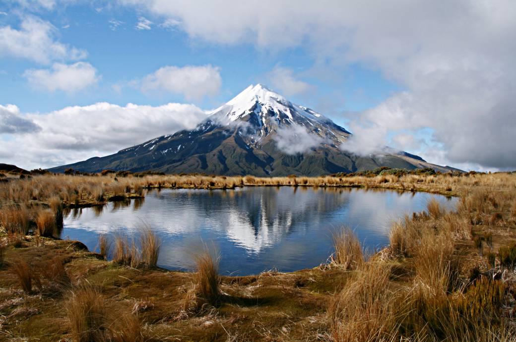 mount taranaki ein der t dlichsten berge neuseelands travelbook. Black Bedroom Furniture Sets. Home Design Ideas