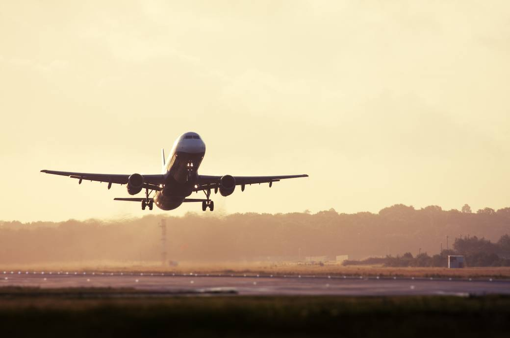 Flugzeug startet