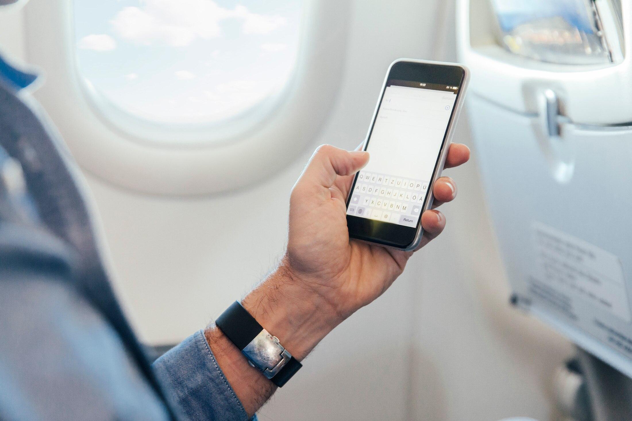 Darum Muss Das Handy Im Flugzeug Aus Oder Im Flugmodus Sein