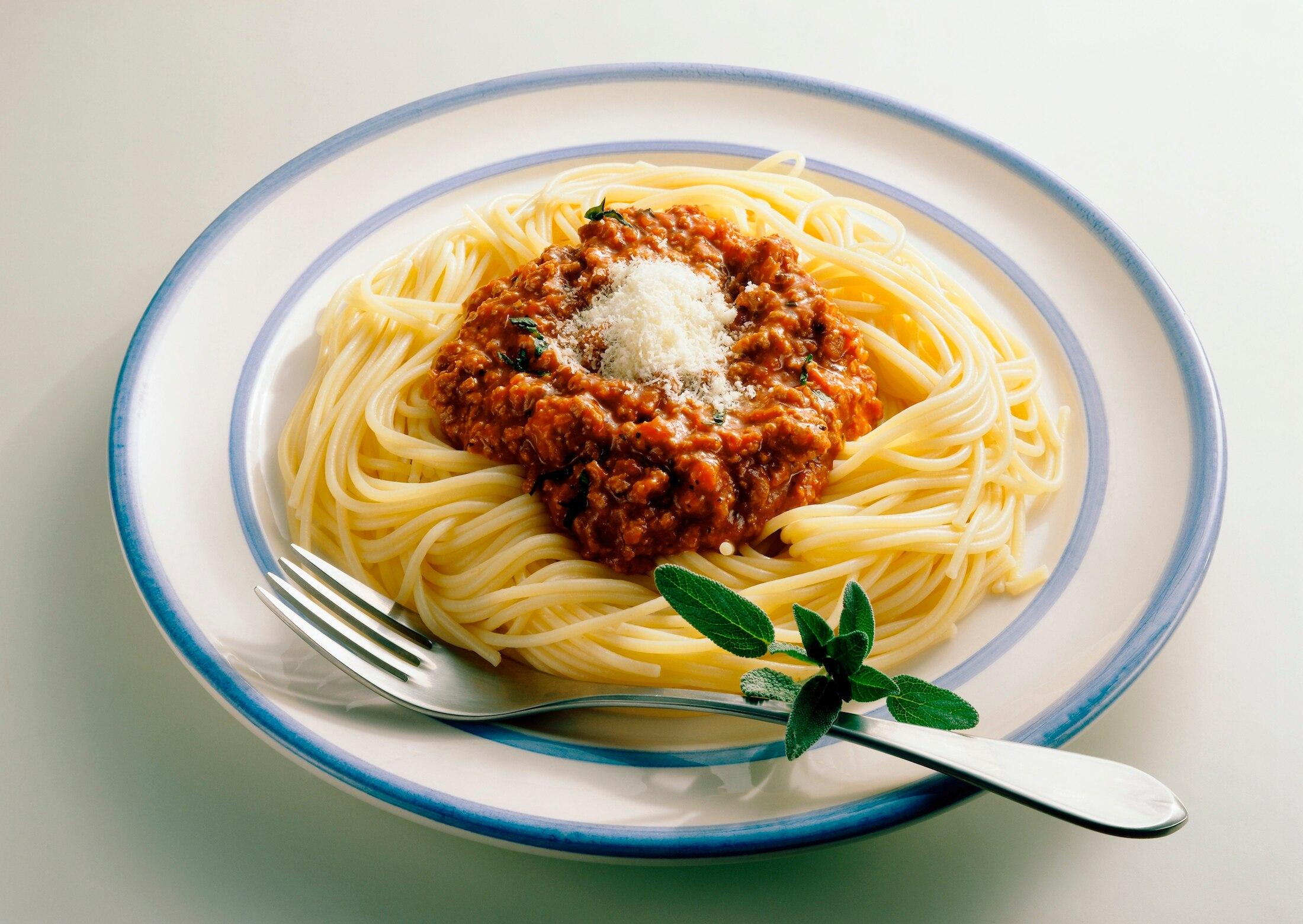 darum essen italiener niemals spaghetti bolognese mit originalrezept travelbook. Black Bedroom Furniture Sets. Home Design Ideas