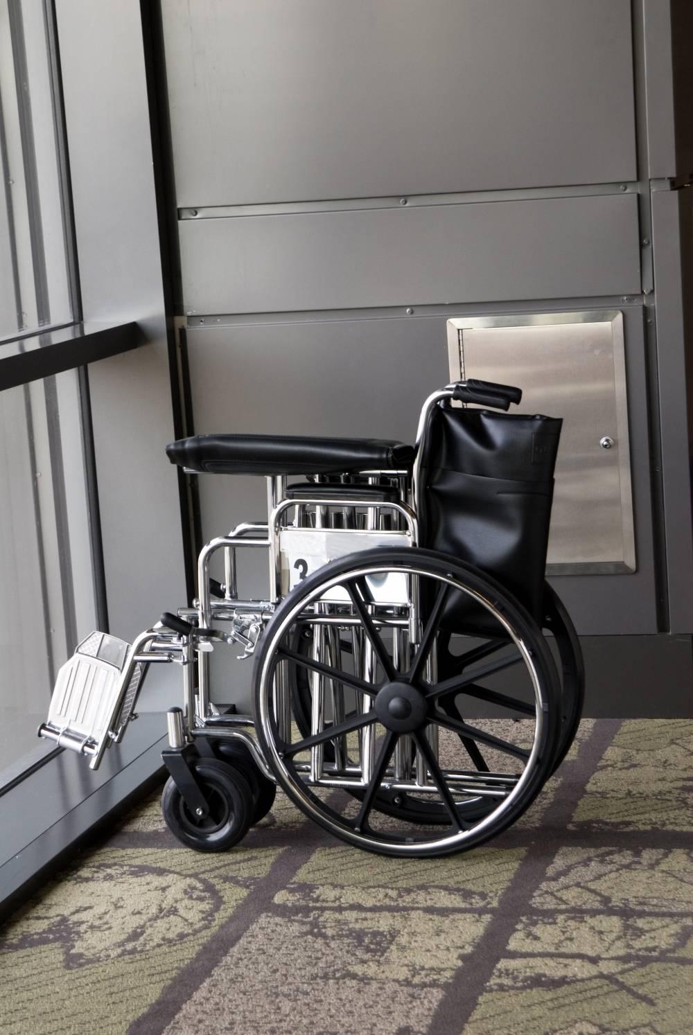 Rollstuhl am Flughafen