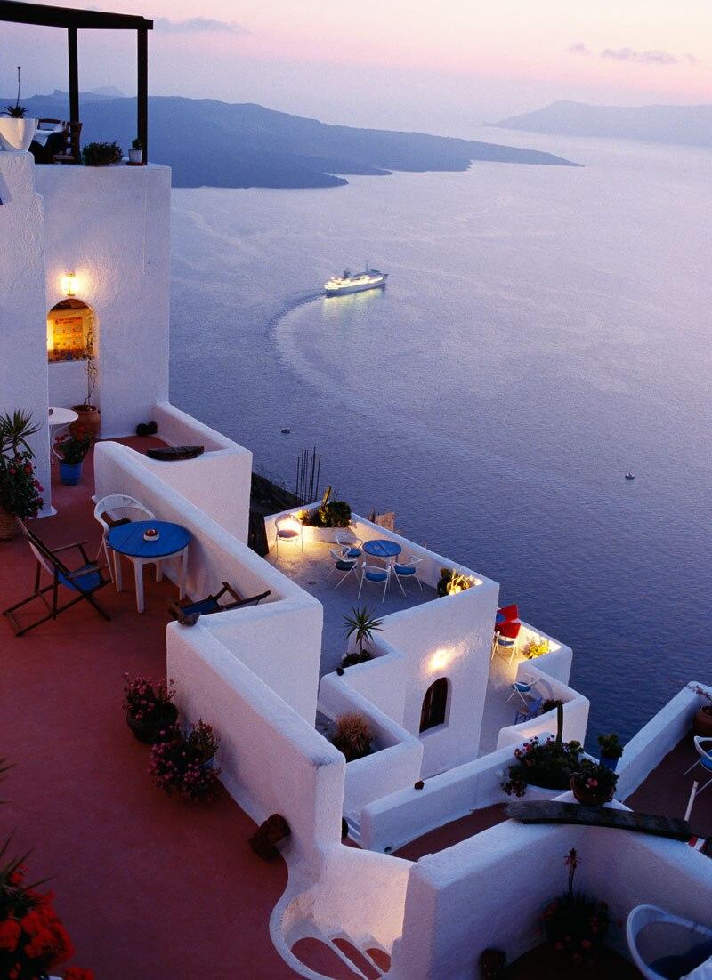 Kaum zu toppen: die Aussicht von einem der vielen Hotels auf Santorin