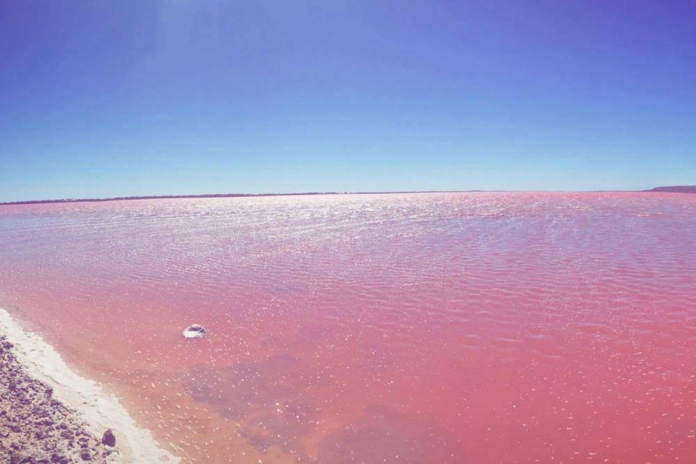 So sieht es aus, wenn man am Ufer des Sees steht.