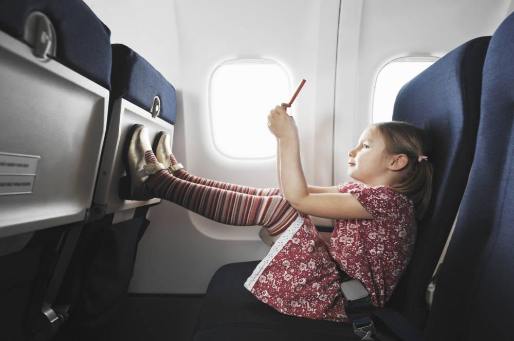Kinder zwischen 2 und 12 zahlen bei den meisten Fluglinienden vollen Ticketpreis