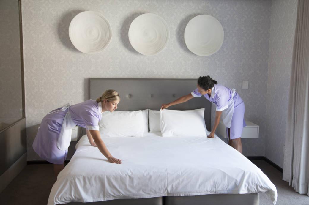 Ob für das Zimmermädchen oder den Room Service: Fast überall auf der Welt gilt es als nette Geste, guten Service mit einem Trinkgeld zu honorieren