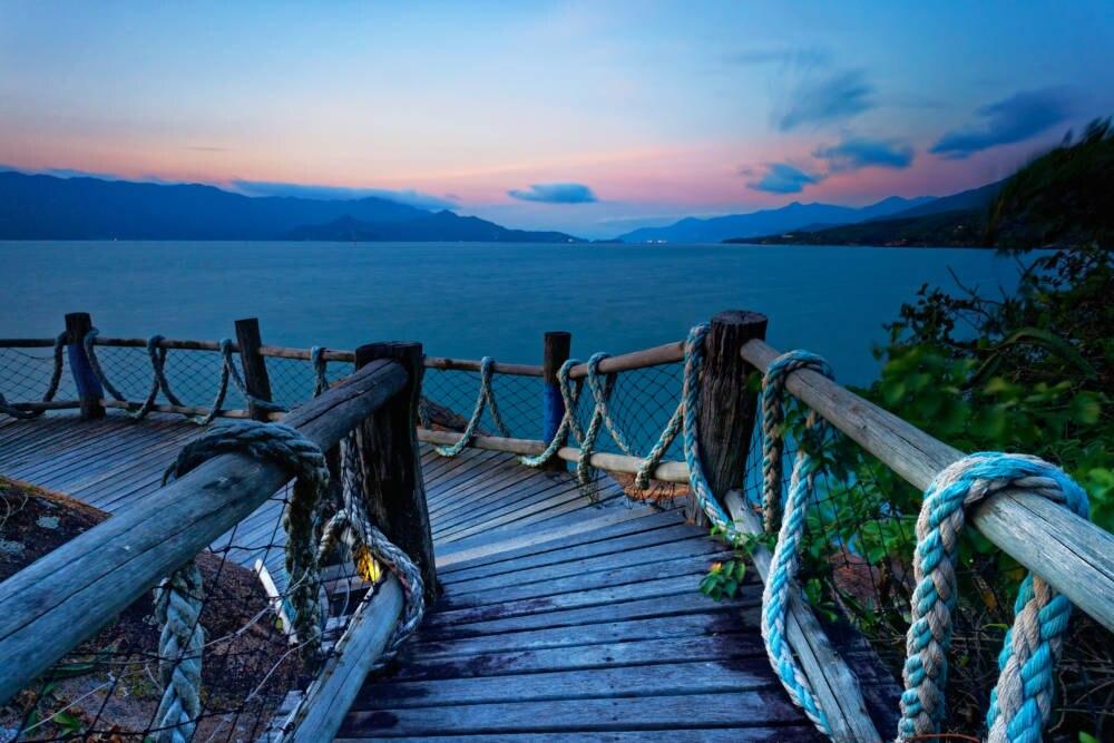 Die Ilhabela ist die wohl schönste Insel im Südosten Brasiliens. Mit ihren unberührten Urwäldern und unzähligen Wasserfällen verzaubert sie jeden Besucher