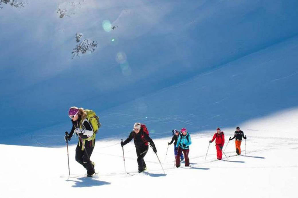 Das Hochsteigen ist beim Skitourengehen nicht das Problem – es ist nur etwas schweißtreibend