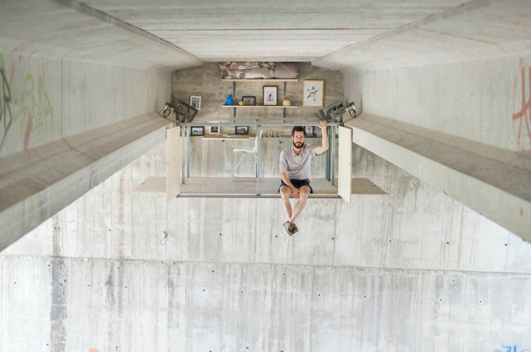 coolste Büro der Welt unter Brücke