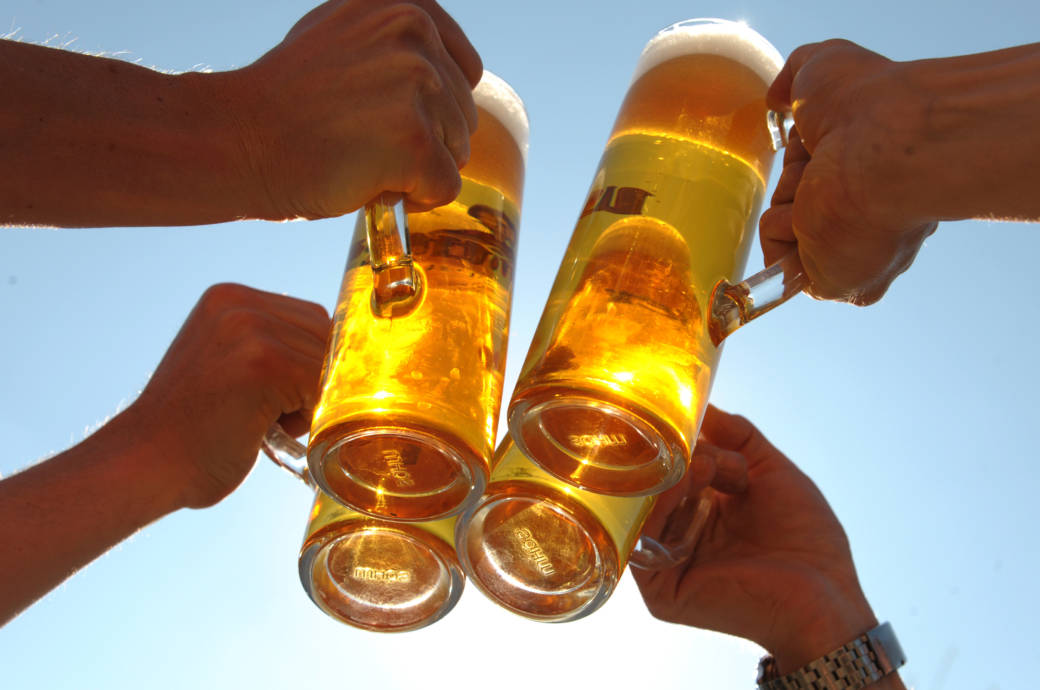 Bier Glaser Die Anstossen
