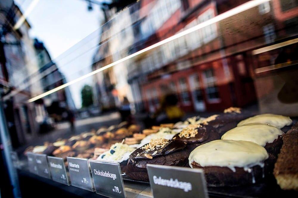 In den Bäckereien Kopenhagens sind unterschiedliche Leckereien zu finden, unter anderem typisch dänische Zimtschnecken