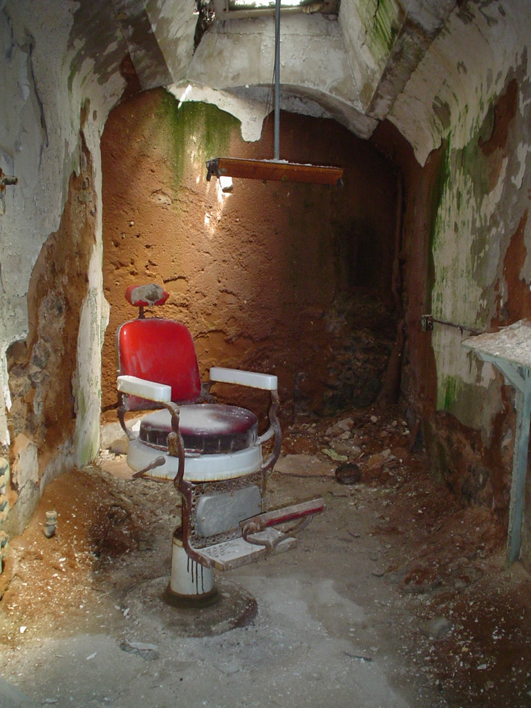 eastern_state_penitentiary_philadelphia_pa_barber_shop_1505208271