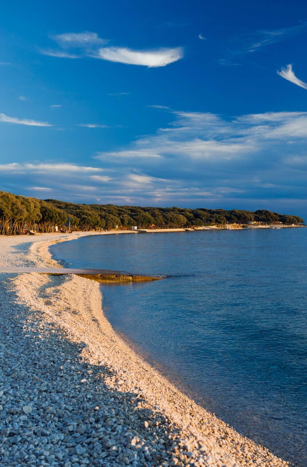 Einer der Strände auf der Insel Pag, Kroatien