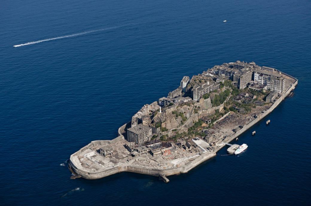 Einst war Hashima einer der am dichtesten besiedelten Flecken der Erde, heute ist die Insel verlassen