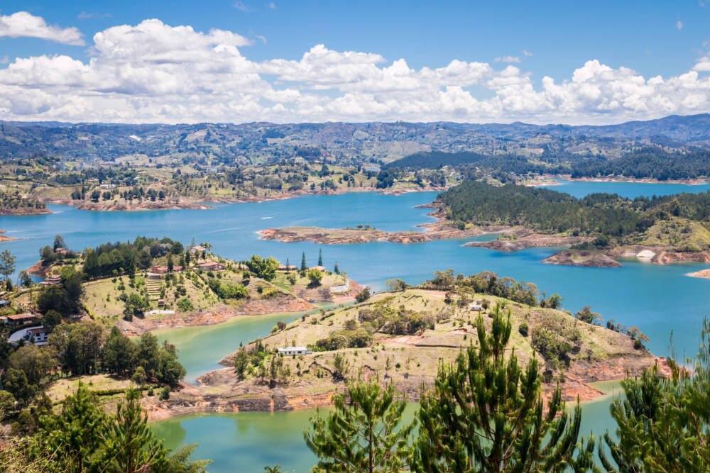 Die unglaubliche Seenlandschaft von Guatapé bei Medellín