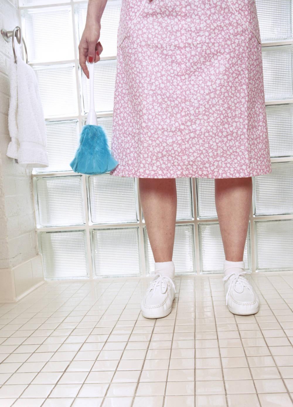 Putzfrau, Reinigungskraft, Beine