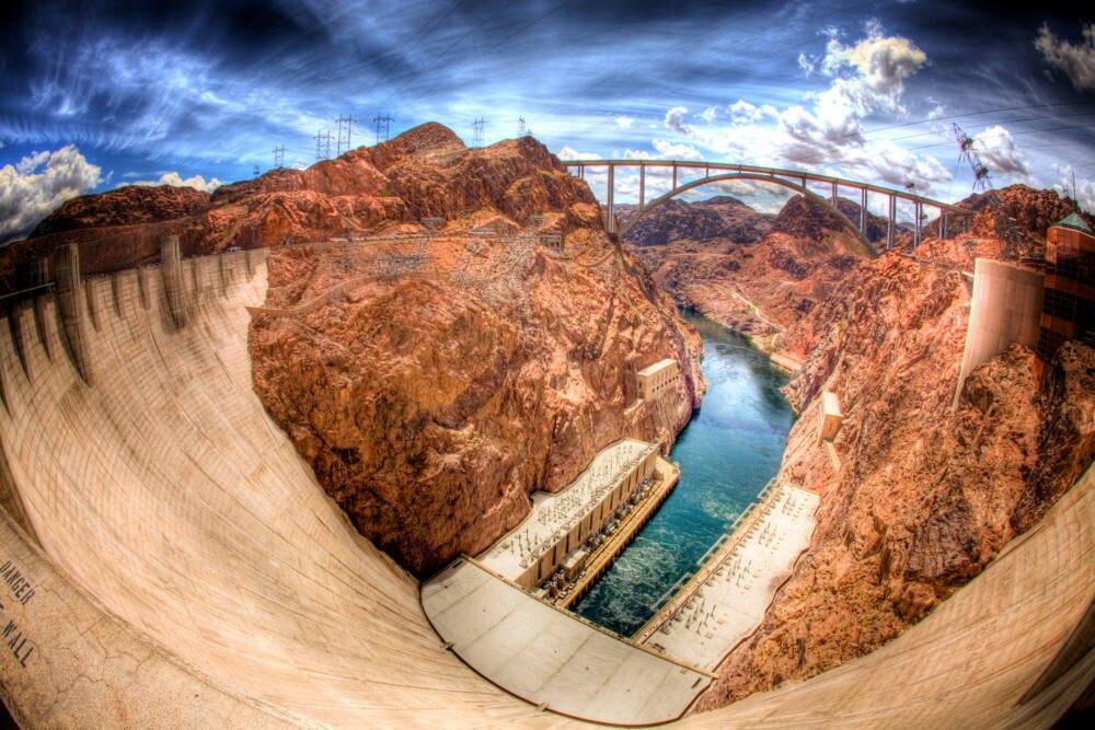 Erstes Highlight, wenn man Las Vegas hinter sich gelassen hat:der Hoover Dam an der Grenze zwischen Nevada und Arizona