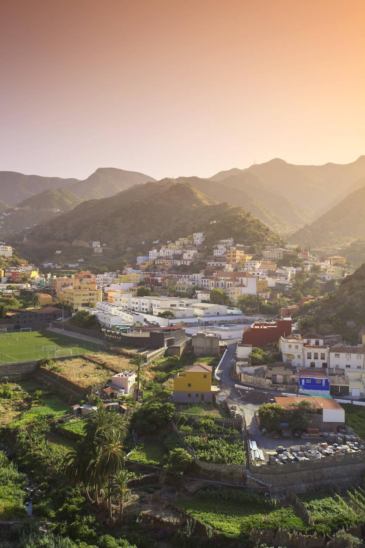 Traumhaft schön: La Gomera. Im Foto: das Städtchen Vallehermoso