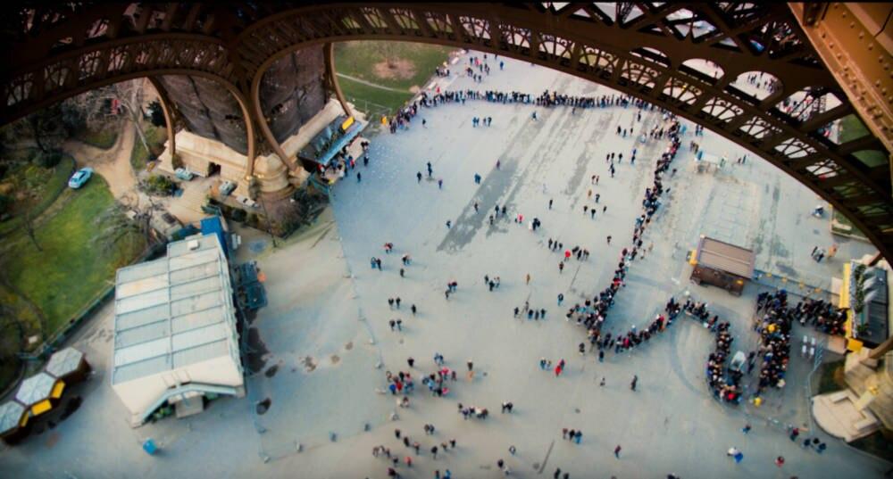 Eiffelturm Schlange